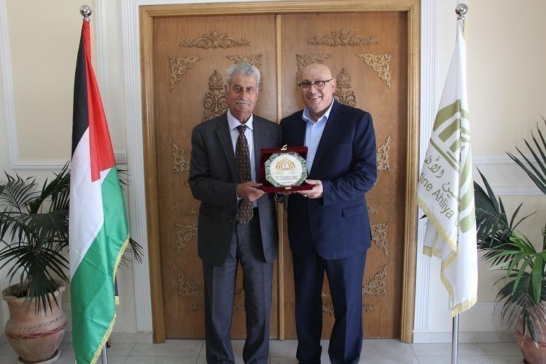 جامعة فلسطين الاهلية تستضيف السفير حساسيان والاعلامي ناصر اللحام