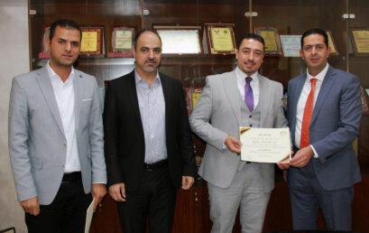 جامعة فلسطين الأهلية تكرم فريقها الفائز بمسابقة الشركة الطلابية